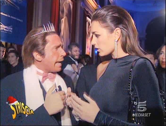 Alena Seredova dans Striscia La Notizia. Diffusé à la télévision le 30/12/04.