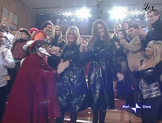 Alessia Fabiani dans I Raccomandati. Diffusé à la télévision le 09/11/04.
