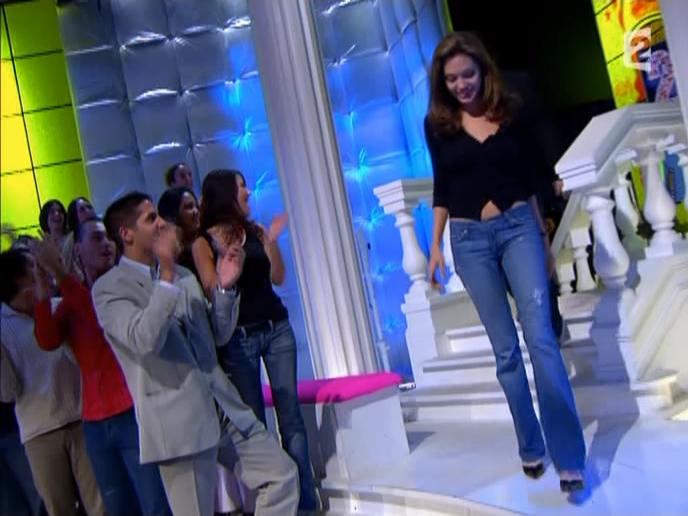 Angelina Jolie dans Tout Monde En Parle. Diffusé à la télévision le 19/12/04.