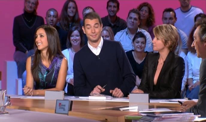 Ariane Massenet et Elise Chassaing dans le Grand Journal De Canal Plus. Diffusé à la télévision le 06/10/08.