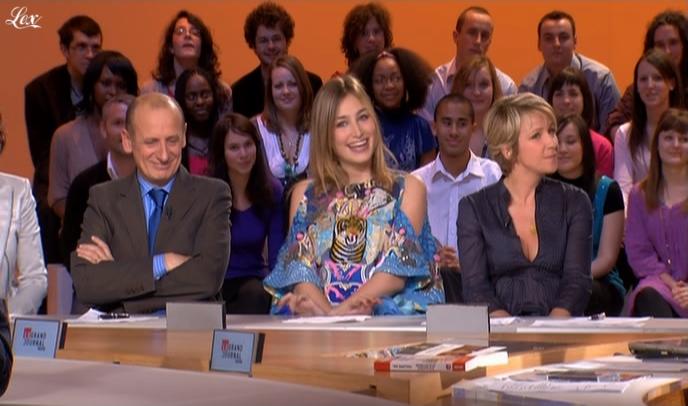 Ariane Massenet et Pauline Lefèvre dans le Grand Journal De Canal Plus. Diffusé à la télévision le 06/02/09.