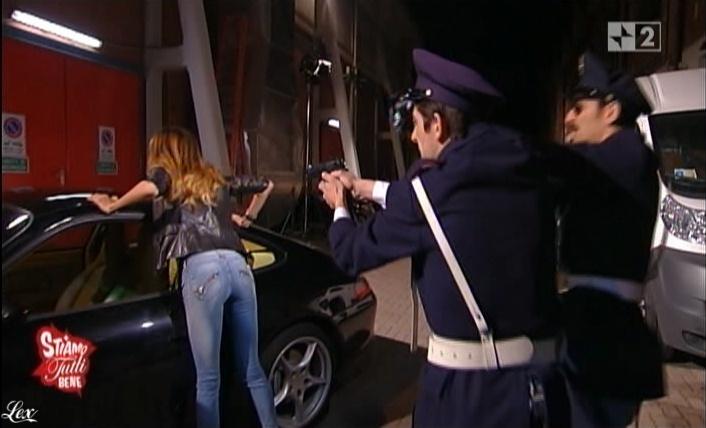 Belen Rodriguez, Cie et Stiamo Tutti Bene dans P1. Diffusé à la télévision le 11/06/10.