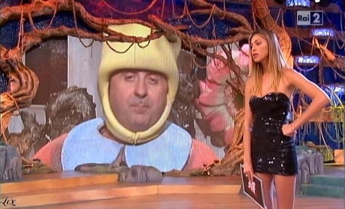 Belen Rodriguez, Cie et Stiamo Tutti Bene dans P2. Diffusé à la télévision le 11/06/10.