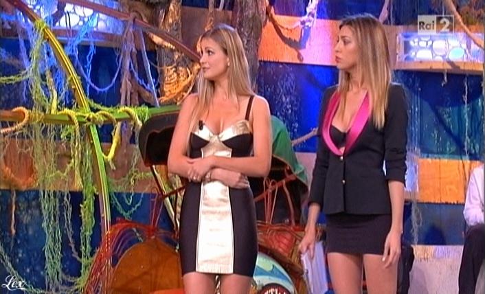 Belen Rodriguez, Cie et Stiamo Tutti Bene dans P3. Diffusé à la télévision le 11/06/10.