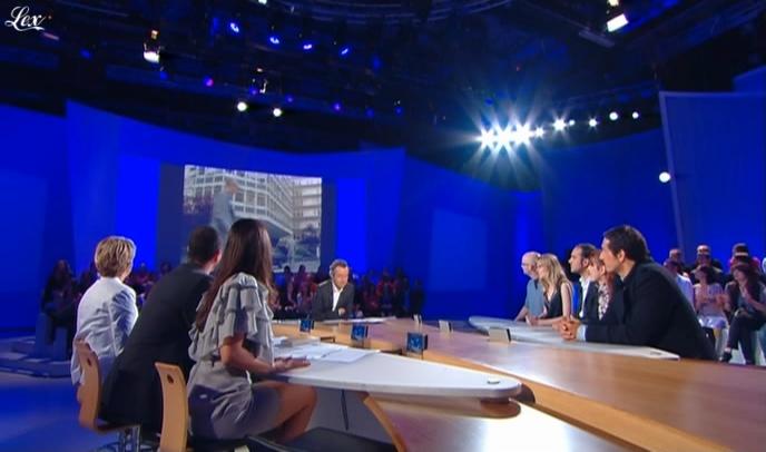 Elise Chassaing dans le Grand Journal De Canal Plus. Diffusé à la télévision le 11/06/09.