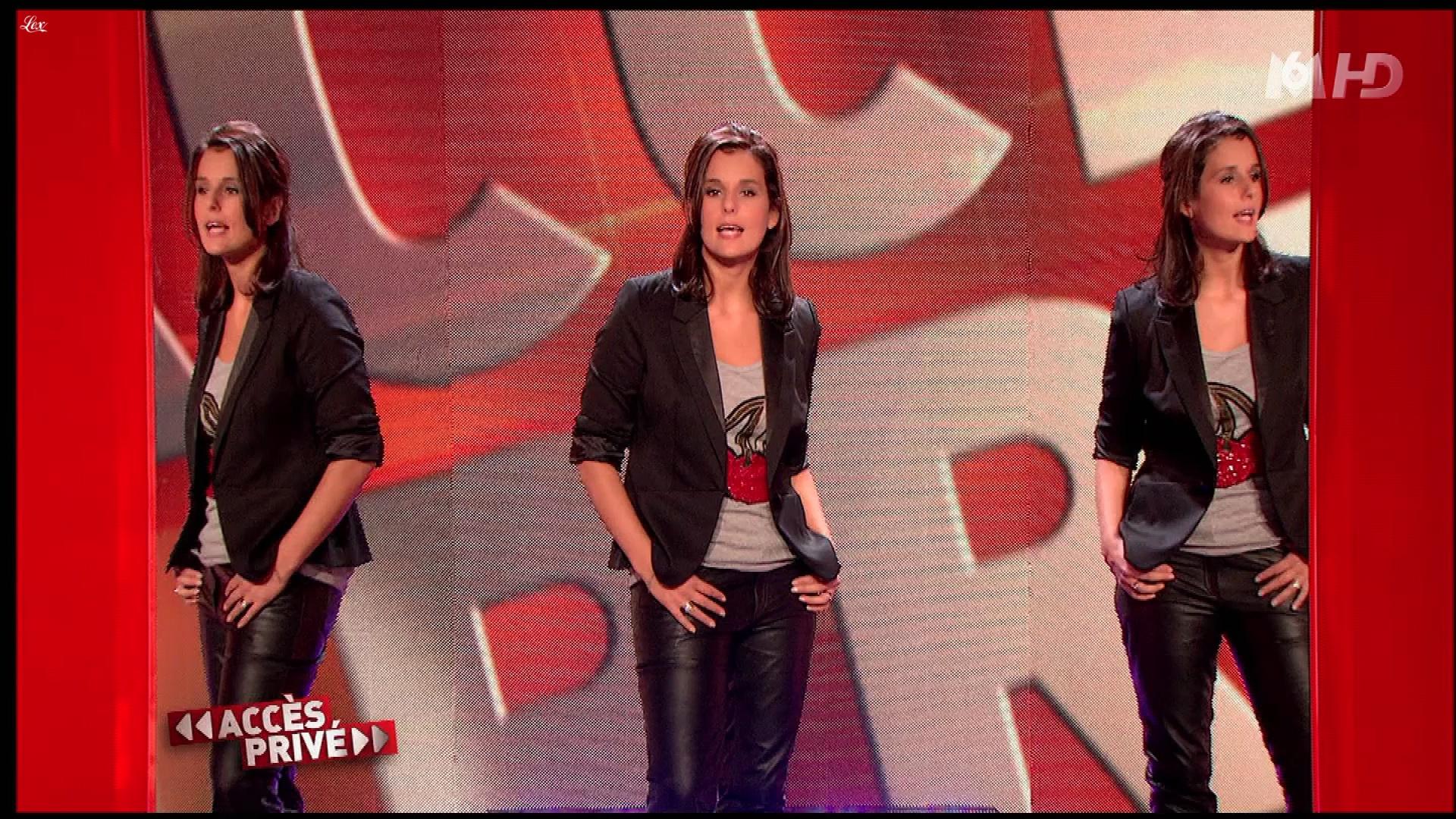 Faustine Bollaert dans Accès Privé. Diffusé à la télévision le 11/12/2010.