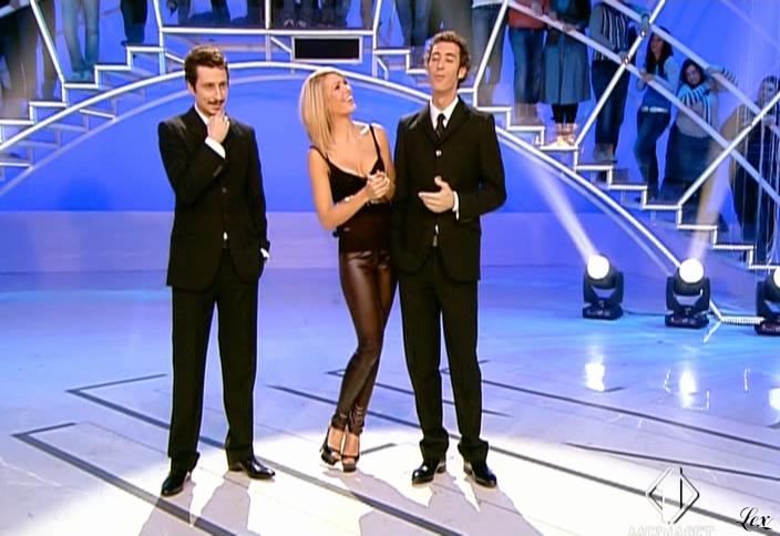 Ilary Blasi dans le Iene. Diffusé à la télévision le 08/02/09.