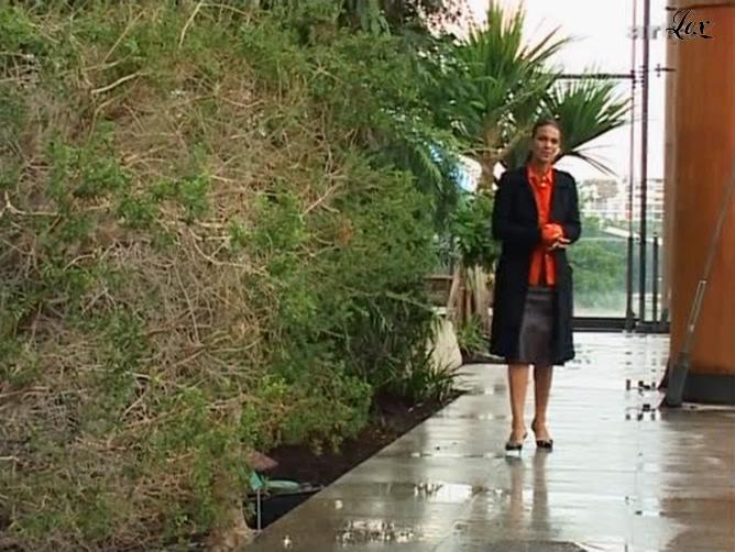 Isabelle Giordano dans Lola. Diffusé à la télévision le 06/09/04.