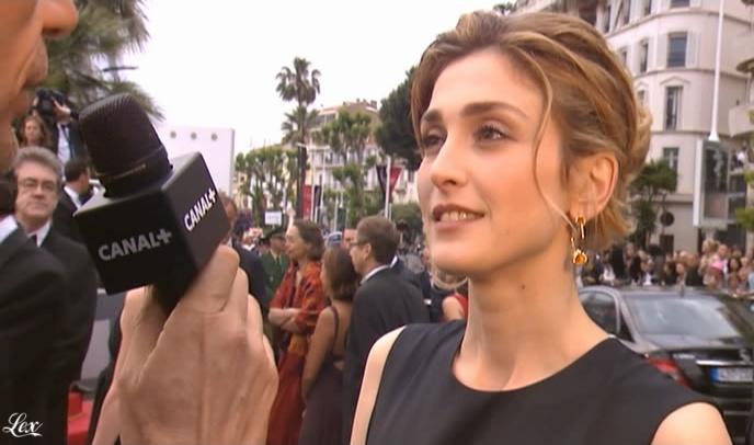 Julie Gayet dans le Grand Journal De Canal Plus. Diffusé à la télévision le 14/05/09.