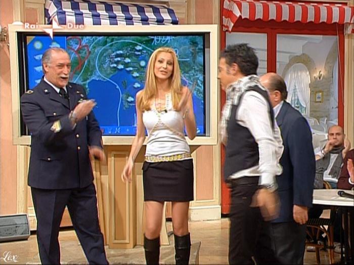 Adriana Volpe dans I Fatti Vostri. Diffusé à la télévision le 19/03/10.