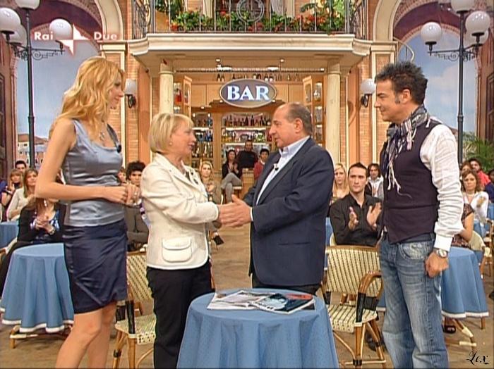 Adriana Volpe dans I Fatti Vostri. Diffusé à la télévision le 20/04/10.