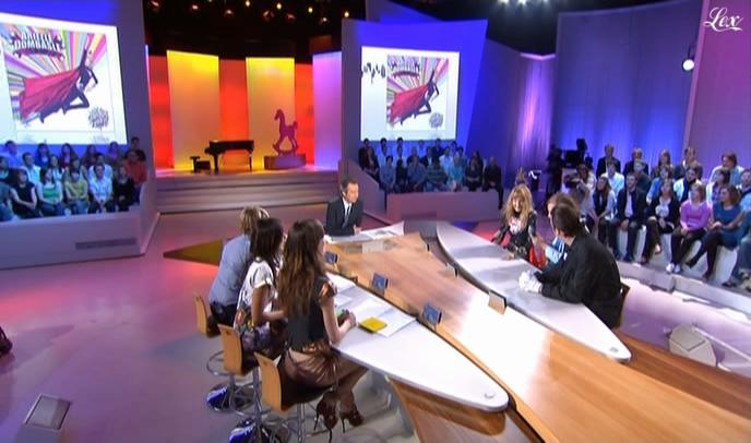 Tania Bruna-Rosso et Elise Chassaing dans le Grand Journal De Canal Plus. Diffusé à la télévision le 24/04/09.