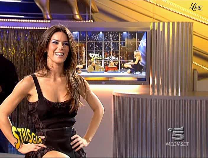 Le Veline et Lucia Galeone dans Striscia La Notizia. Diffusé à la télévision le 22/10/04.