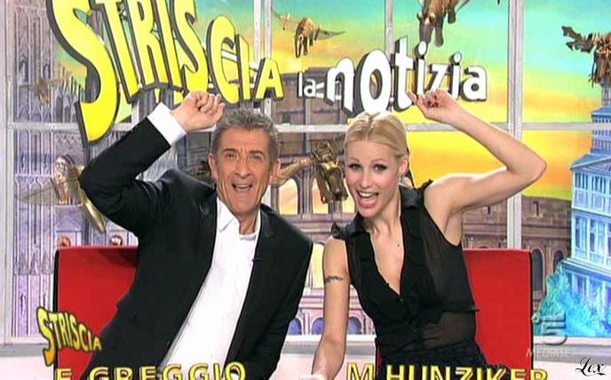Michelle Hunziker dans Striscia La Notizia. Diffusé à la télévision le 10/03/11.