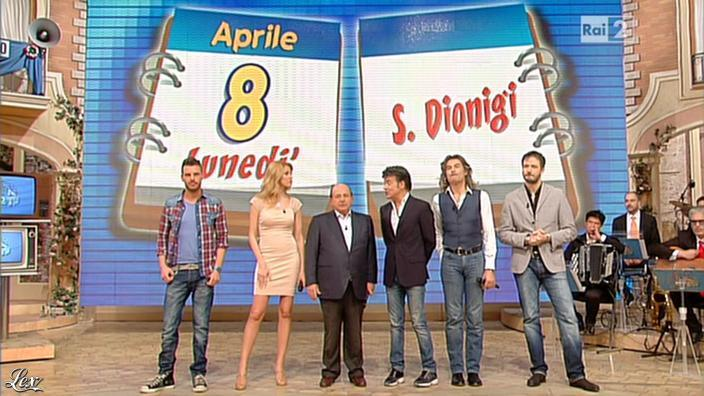 Adriana Volpe dans I Fatti Vostri. Diffusé à la télévision le 08/04/13.