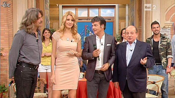 Adriana Volpe dans I Fatti Vostri. Diffusé à la télévision le 23/05/13.