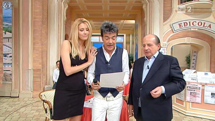 Adriana Volpe dans I Fatti Vostri. Diffusé à la télévision le 26/10/11.