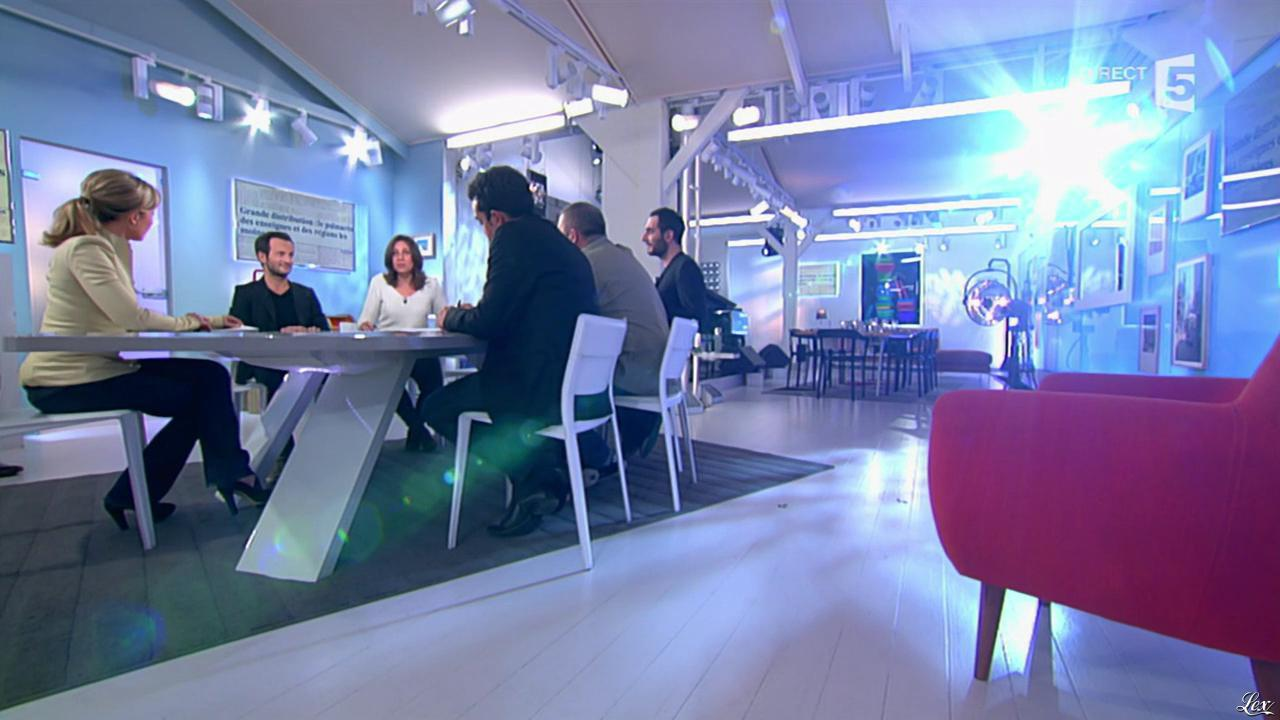 Anne-Sophie Lapix dans C à Vous. Diffusé à la télévision le 25/02/14.