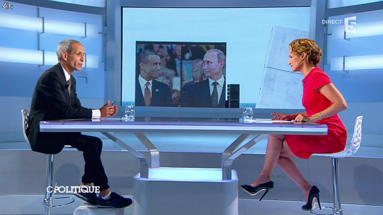 Caroline Roux dans C Politique. Diffusé à la télévision le 08/06/14.