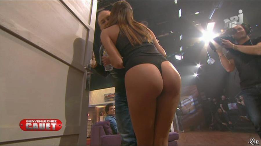 Cristal Cruze dans Bienvenue Chez Cauet. Diffusé à la télévision le 10/03/12.