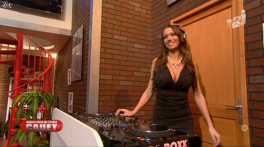 Dj Miss Roxx dans Bienvenue Chez Cauet. Diffusé à la télévision le 10/03/12.