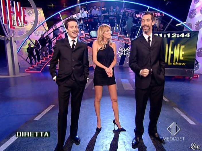 Alessia Marcuzzi dans le Iene. Diffusé à la télévision le 14/03/08.