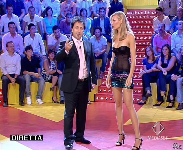 Ilary Blasi dans Mai Dire Candid. Diffusé à la télévision le 13/09/07.