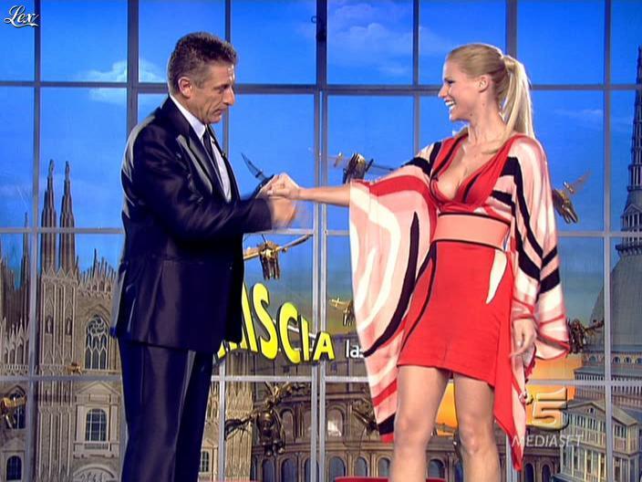 Michelle Hunziker dans Striscia la Notizia. Diffusé à la télévision le 06/02/08.