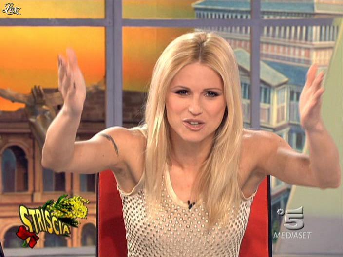 Michelle Hunziker dans Striscia la Notizia. Diffusé à la télévision le 07/03/09.