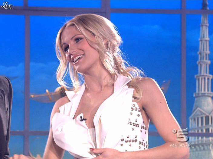Michelle Hunziker dans Striscia la Notizia. Diffusé à la télévision le 14/03/09.