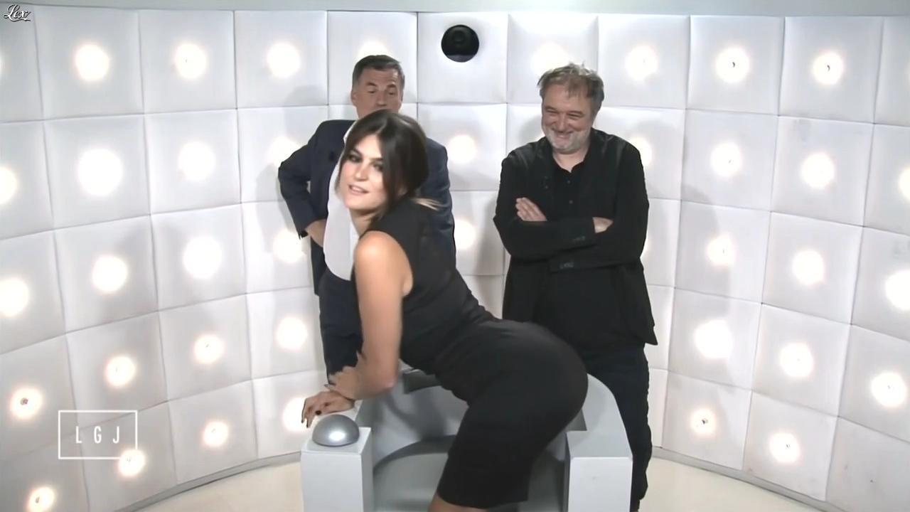 Nina Robert dans le Grand Journal de Canal Plus. Diffusé à la télévision le 17/06/15.
