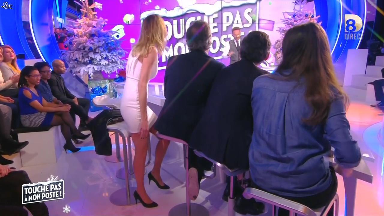 Caroline Ithurbide dans Touche pas à mon Poste. Diffusé à la télévision le 11/12/15.