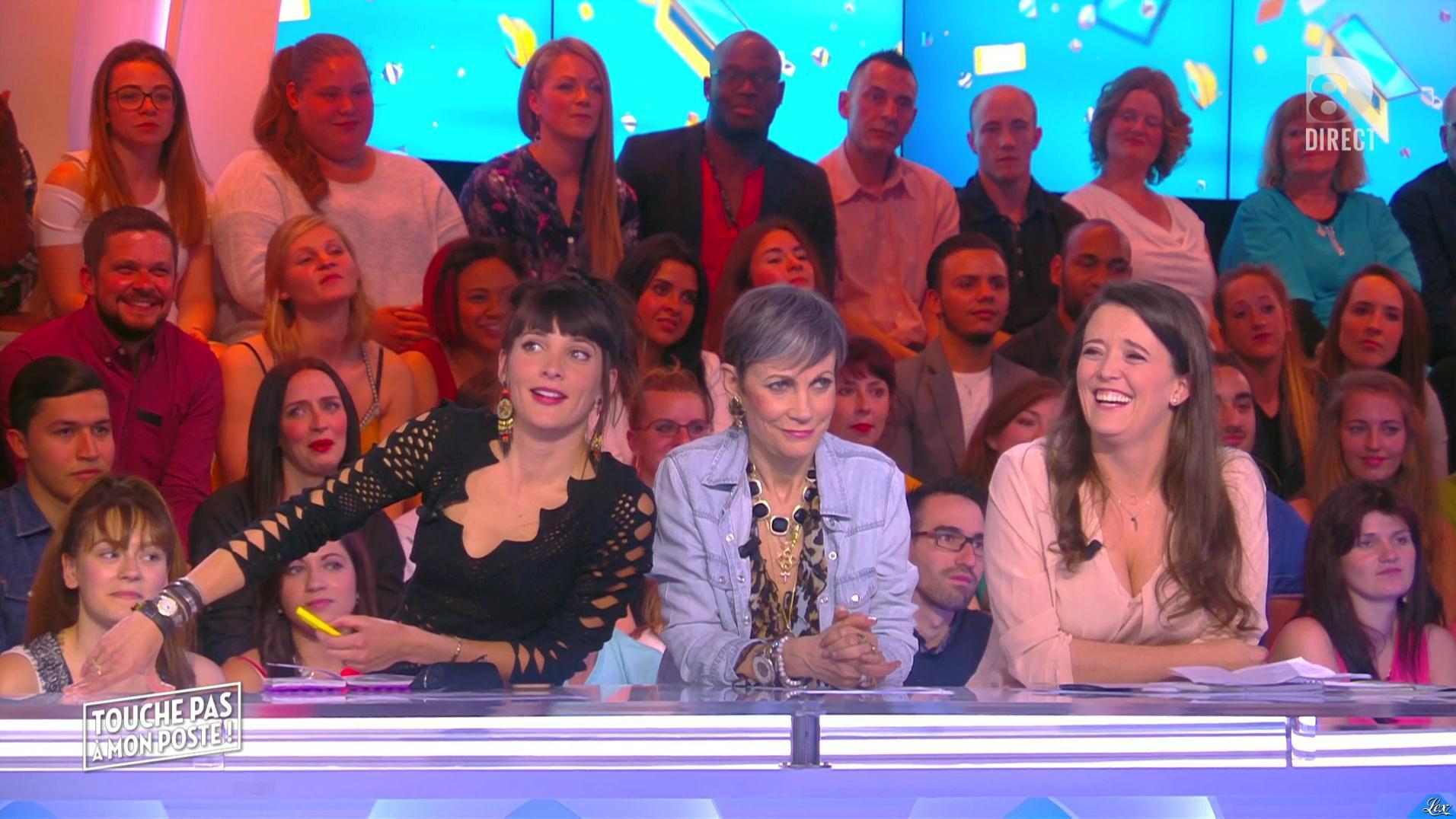 Erika Moulet dans Touche pas à mon Poste. Diffusé à la télévision le 20/05/16.