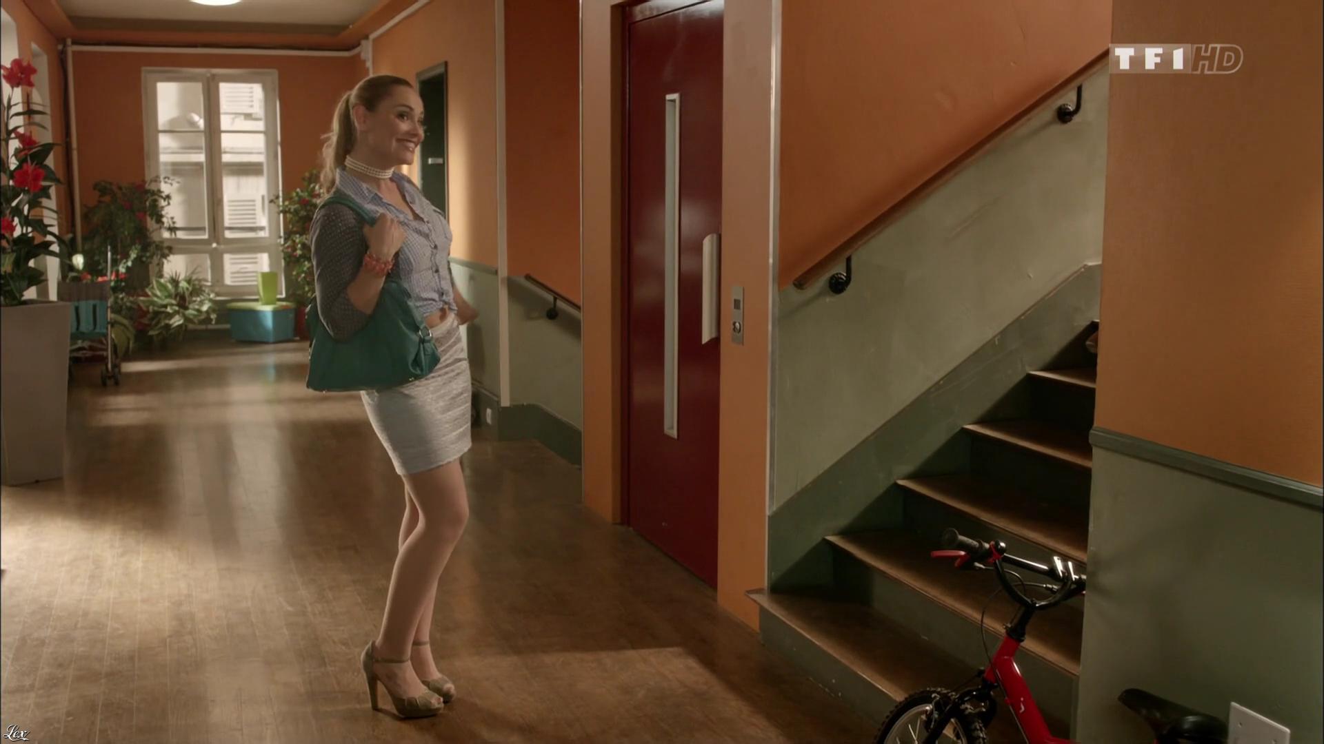 Joy Esther dans Nos Chers Voisins. Diffusé à la télévision le 19/04/16.