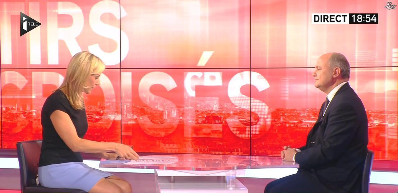 Laurence Ferrari dans Tirs Croisés. Diffusé à la télévision le 08/10/15.