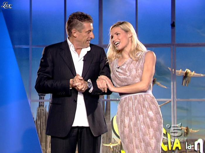 Michelle Hunziker dans Striscia la Notizia. Diffusé à la télévision le 21/11/06.
