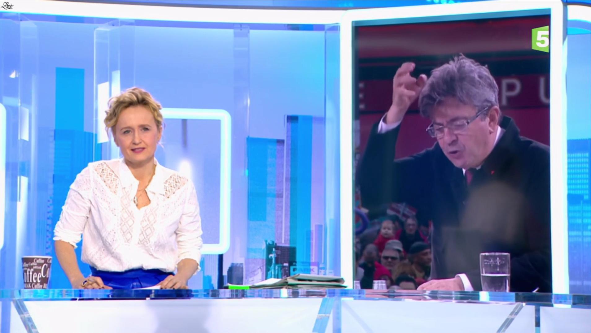 Caroline Roux dans C dans l'Air. Diffusé à la télévision le 20/03/17.
