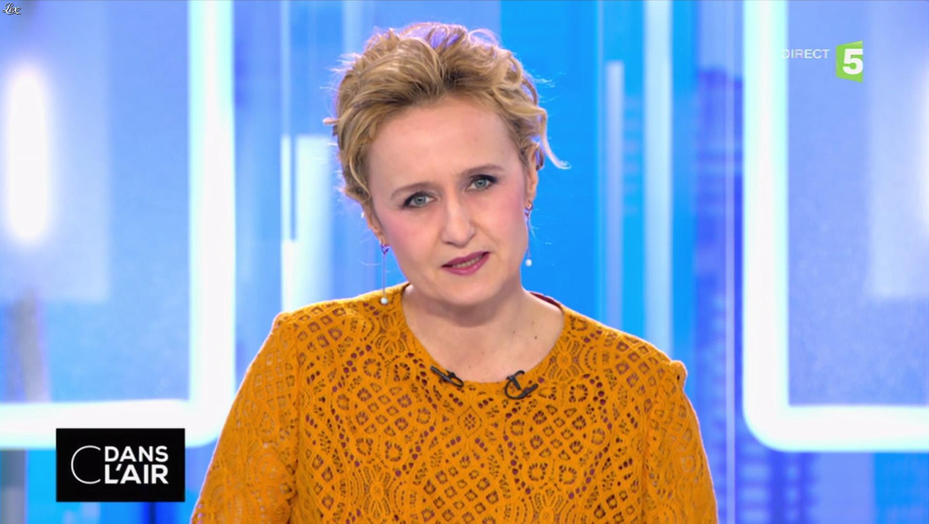 Caroline Roux dans C dans l'Air. Diffusé à la télévision le 21/03/17.