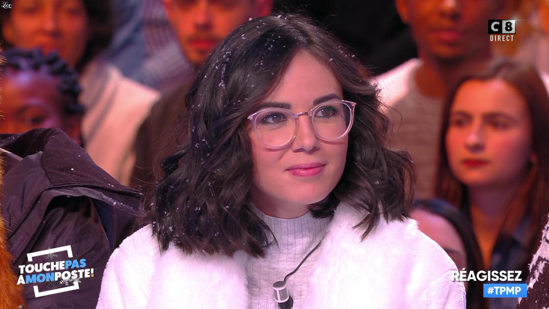 Agathe Auproux dans Touche pas à mon Poste. Diffusé à la télévision le 12/12/17.