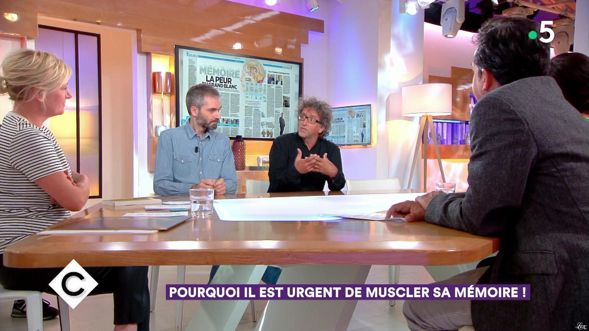 Anne-Elisabeth Lemoine dans C à Vous. Diffusé à la télévision le 01/05/18.