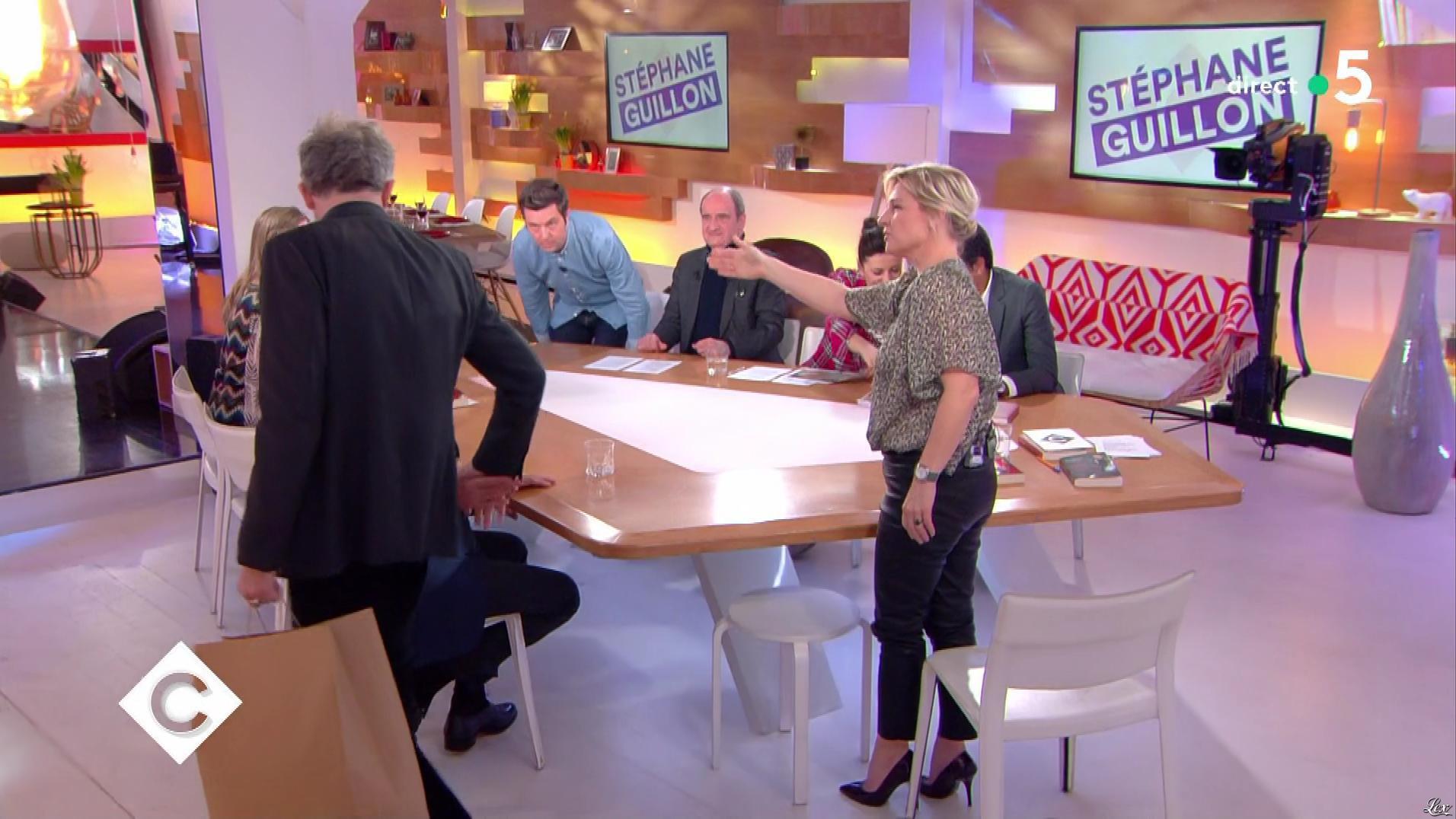 Anne-Elisabeth Lemoine dans C à Vous. Diffusé à la télévision le 13/03/18.
