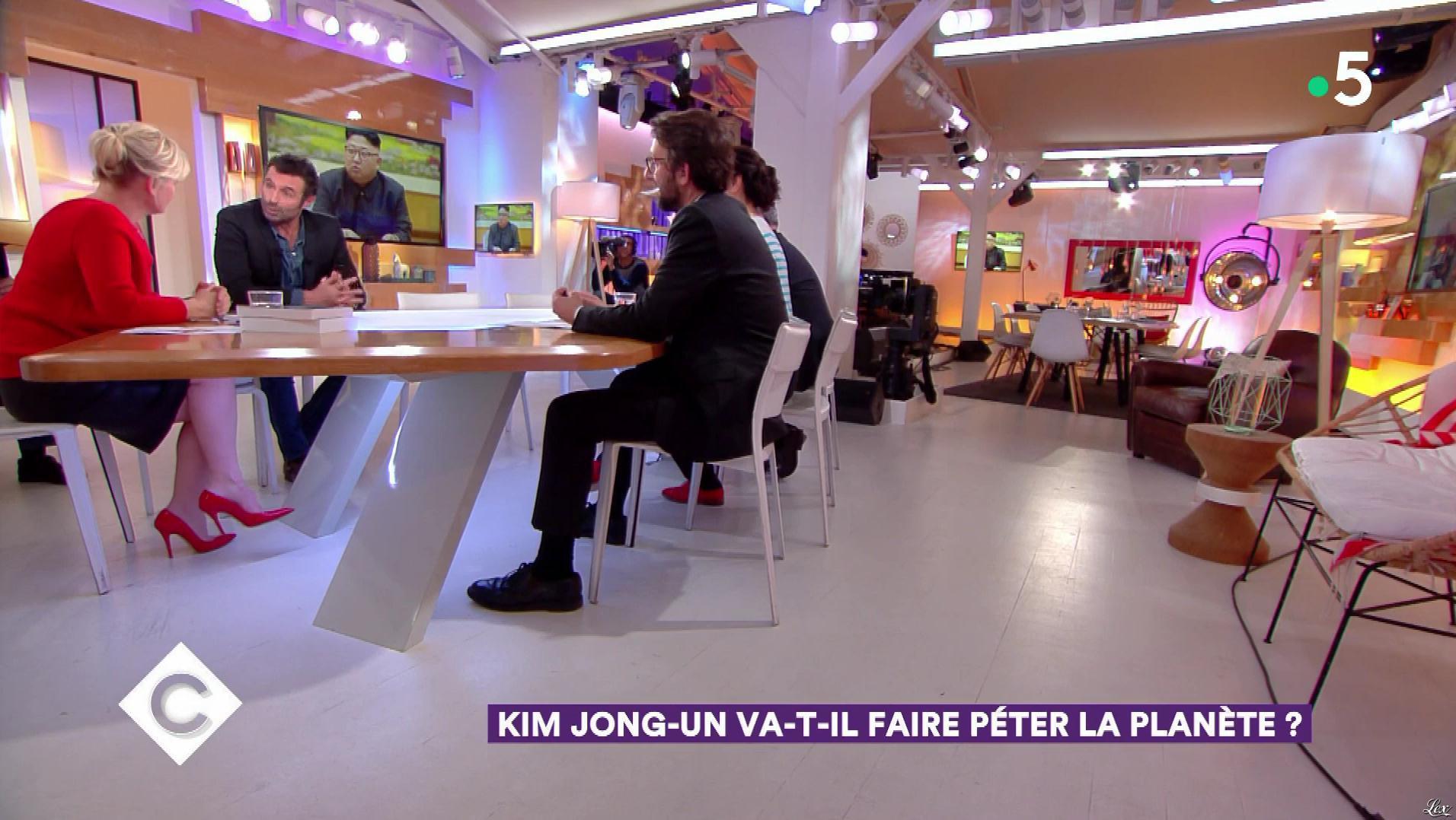 Anne-Elisabeth Lemoine dans C à Vous. Diffusé à la télévision le 16/02/18.