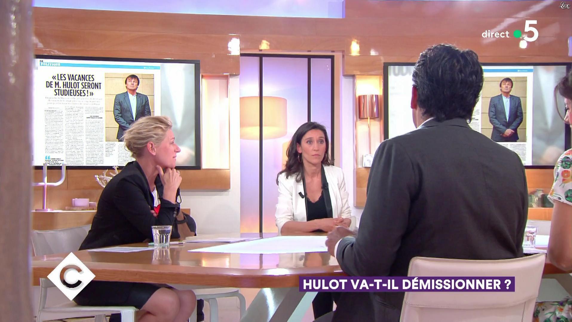 Anne-Elisabeth Lemoine dans C à Vous. Diffusé à la télévision le 17/05/18.