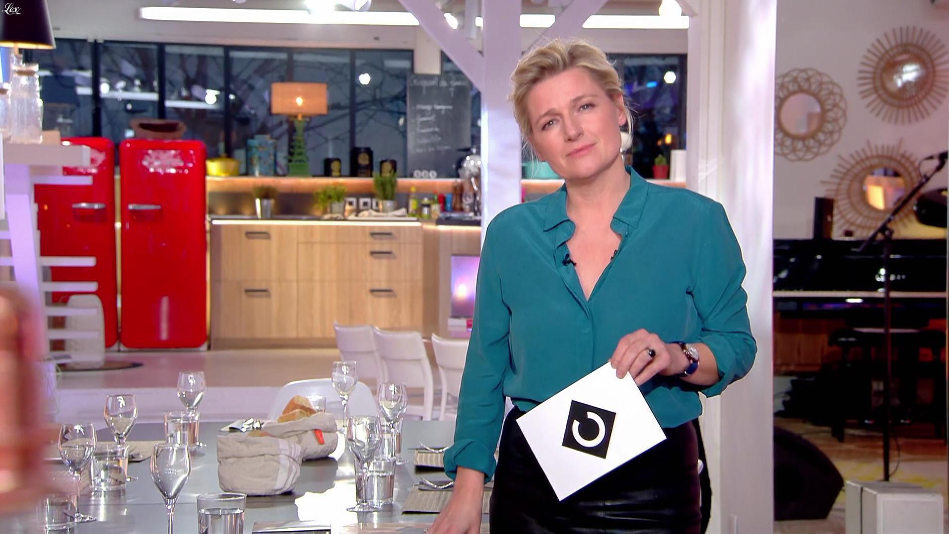 Anne-Elisabeth Lemoine dans C à Vous. Diffusé à la télévision le 20/02/18.