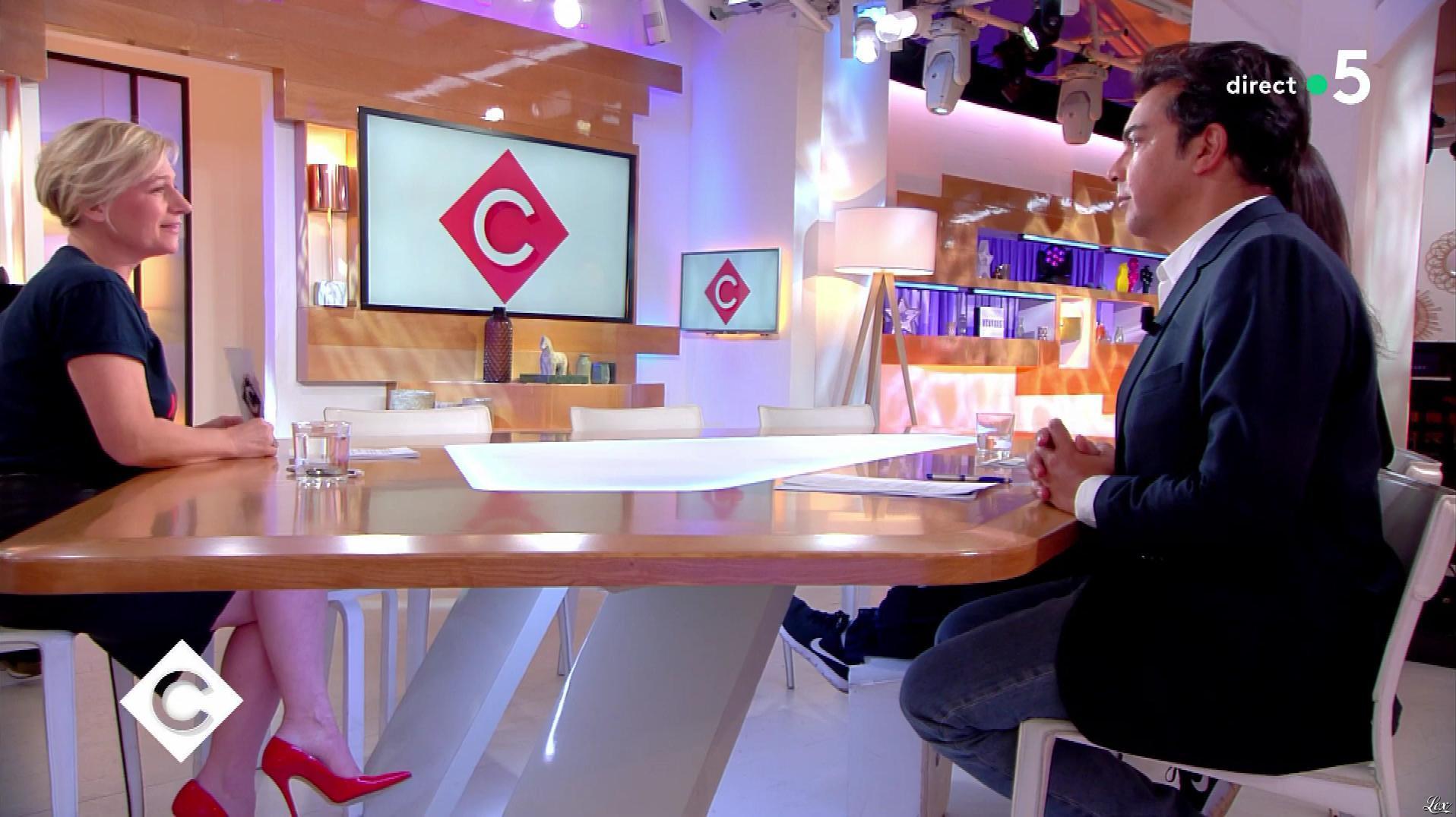 Anne-Elisabeth Lemoine dans C à Vous. Diffusé à la télévision le 21/03/18.