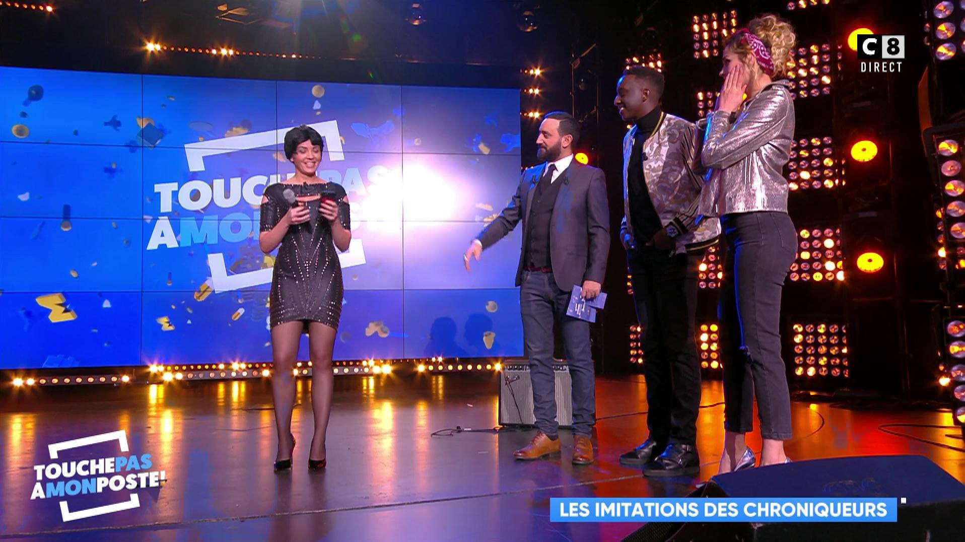 Camille Lou et Agathe Auproux dans Touche pas à mon Poste. Diffusé à la télévision le 20/11/17.