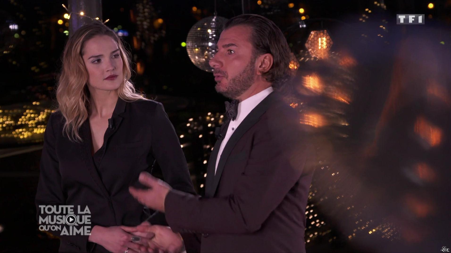 Camille Lou dans Toute la Musique qu'on Aime. Diffusé à la télévision le 31/12/17.