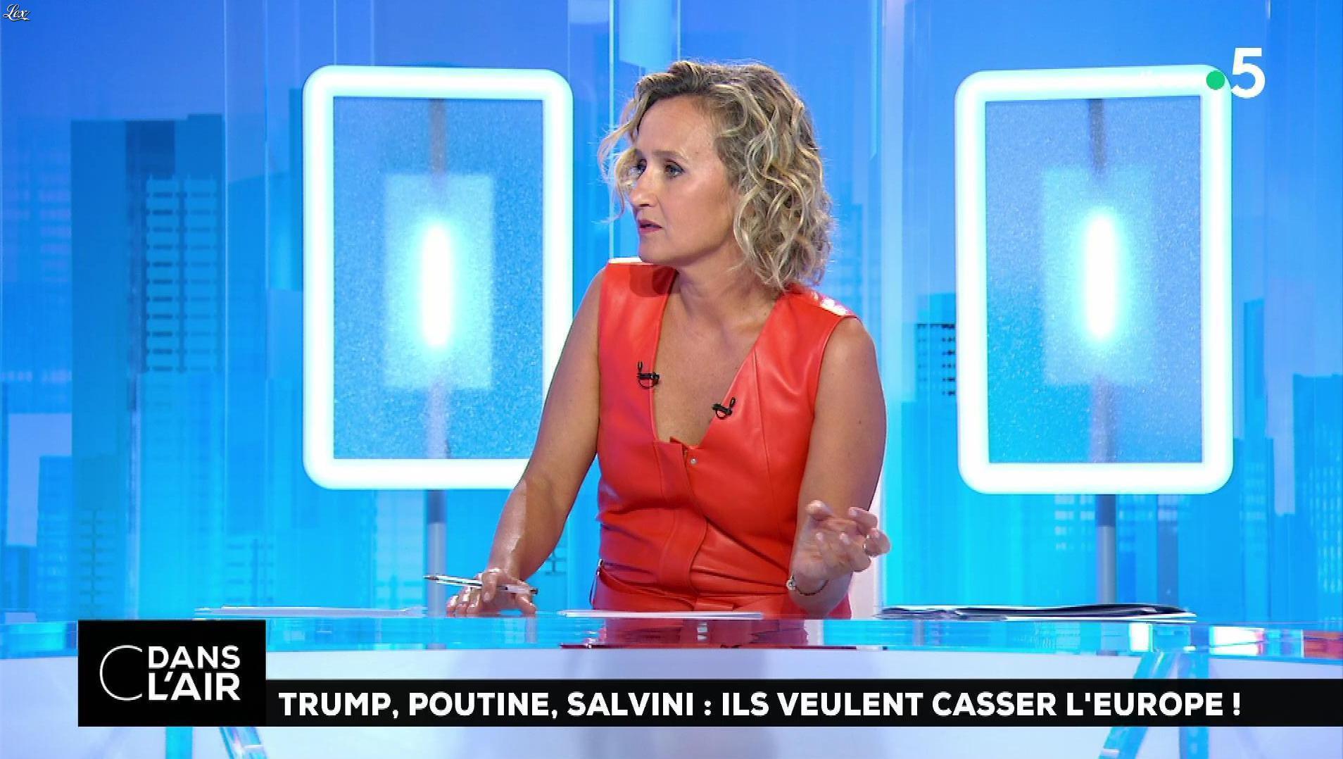 Caroline Roux dans C dans l'Air. Diffusé à la télévision le 21/08/18.