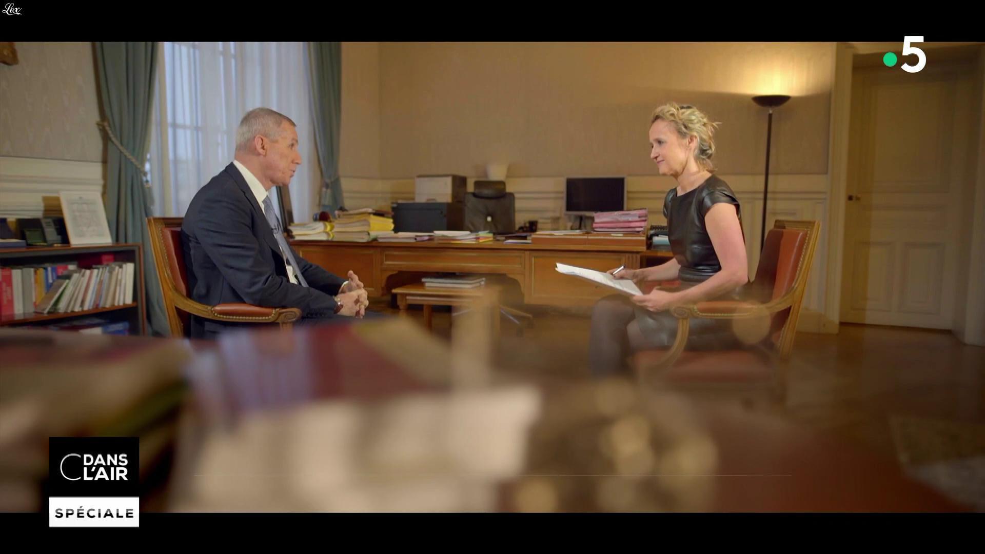 Caroline Roux dans C dans l'Air. Diffusé à la télévision le 28/03/18.