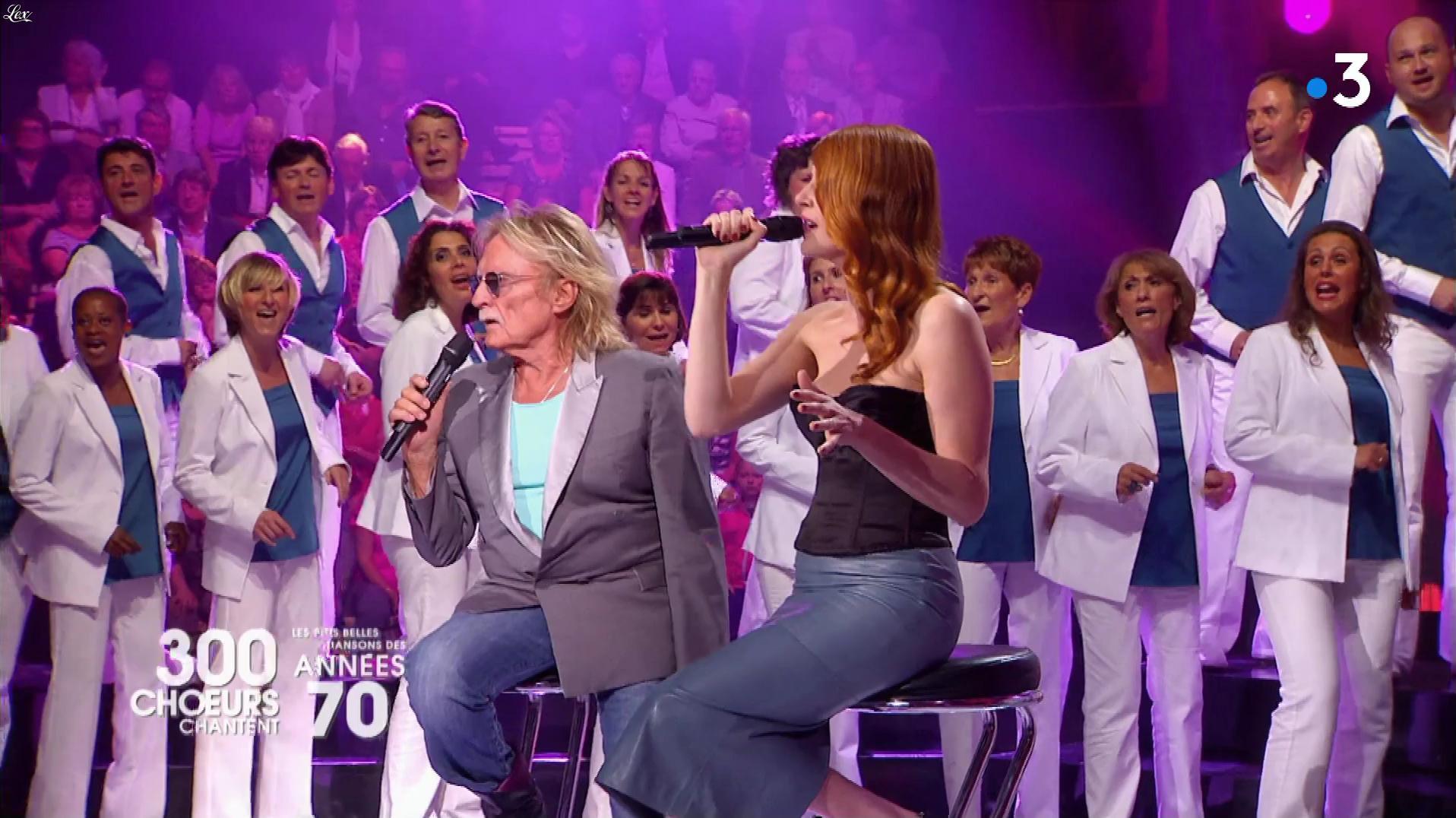 Elodie Frégé dans 300 Chœurs Chantent. Diffusé à la télévision le 20/04/18.